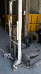 Paleteira manual hidráulica giratória para tambor 200 lts