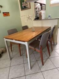 Mesa c/ 4 cadeiras *usadas
