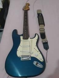 Guitarra, cor azul.