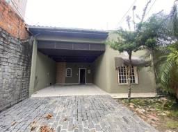 Casa com piscina na Av. Tamandaré