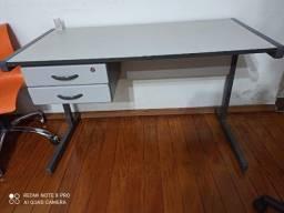 Escrivaninha C/ Gavetas de Metal
