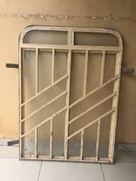 Vende-se janela de ferro
