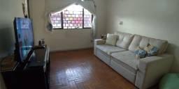 Alugo um quarto em casa compartilhada Guará II