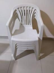 Mesa quadrada com cadeiras
