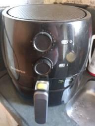 Fritadeira elétrica da Cadence,semi nova usada