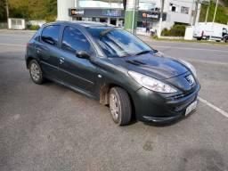 Peugeot 207 2012 impecável