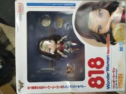 Vendo boneca da mulher maravilha