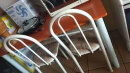Vendo mesa de Mármore com 4 cadeira