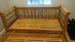 Sofá cama e bicama em madeira de demolição Peroba