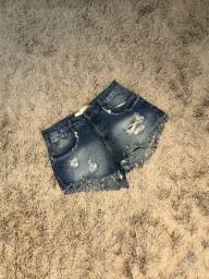 Short Destroyed Jeans