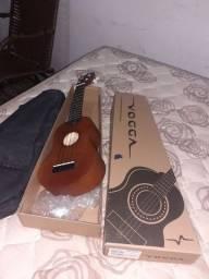 Vendo um ukulele