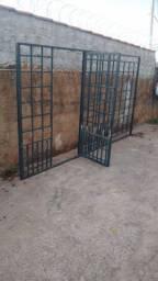 Portão gradeado