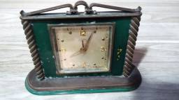 Relógio de mesa marca Cyma Amic  Suíço Antigo funcionando.