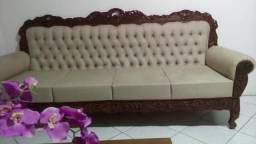 Sofá antigo em madeira talhada
