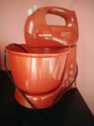 Batedeira Planetária Mondial + utensílios de cozinha