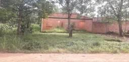 Vendo um terreno com uma casa em construção no ponto de cobertura