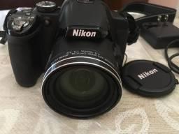 Câmera Fotográfica Digital e Filmadora Nikon Coolpix P520 Preta (semi nova)