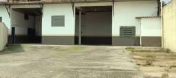 Loja comercial 160m² ár. constr. +300m² pátio a 30m da Av. Prot Alves, no M. Santana - PoA