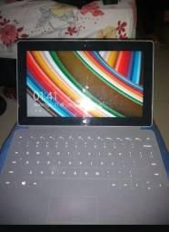 Tablet Surface da Microsoft com teclado