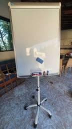 Cavalete flip- chart com quadro branco magnético giratório