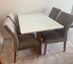 Mesa c/ 4 cadeira em ótimo estado