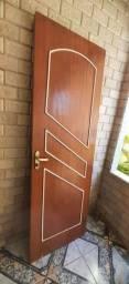 Porta de madeira 2,10 x 0,70 com fechadura