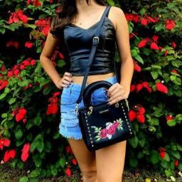 Bolsa de Mão e Transversal | Bordada | Preta e Rosa