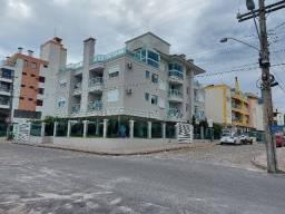 Apartamento de 1 dormitório com garagem, mobiliado na quadra do mar em Canasvieiras