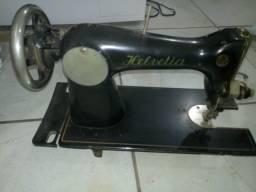 Máquina de costura marca Helvetia antiga, apenas decoração