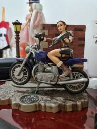Boneco action Lara Croft Tomb Rader