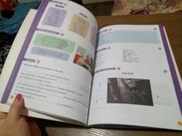 Livro de inglês com caneta