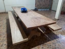 Mesa em madeira maciça!