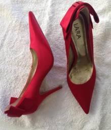 Sapato de cetim vermelho 37