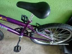 Bicicleta Pouco Usada com Cestinha