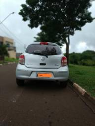 Nissan March 1.0 completo - 2013