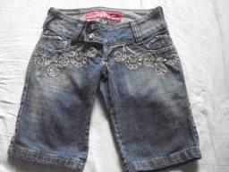 Título do anúncio: Bermuda/Short Jeans, com bordados - Tamanho 34
