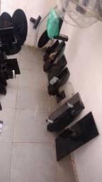 Vendo lote de pés  de TV  usados 90 peças