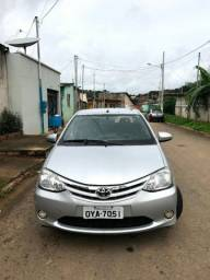 Toyota etios 2014 2 dona carro impecável