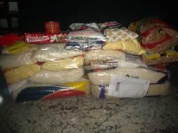 Cesta de alimentos recheada