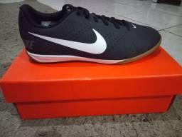 Futsal Nike original. Tamanho 38.