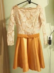 vestido de festa curto.  dourado