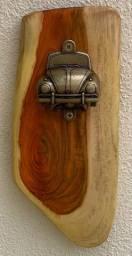 Abridor de garrafa de parede em madeira