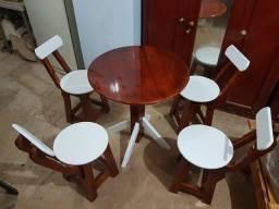 Mesas e móveis