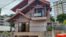 Casa com 04 quartos no Itacorubi
