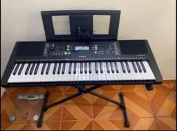 Teclado Yamaha e363 com apoio, apoio partitura e capa na caixa