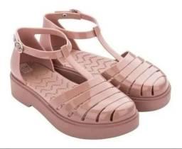 Vendo sandalia zaxy