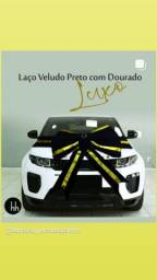 Laço Veludo Preto Dourado 100x60cm com faixa 280cm