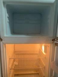 Vendo geladeira Cônsul duas portas frost free