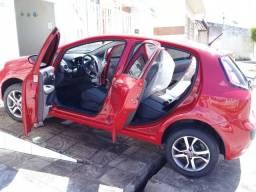 Fiat Punto vermelho semi-novo 16.000 km 2017/2017