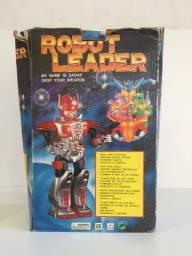 Raro Robot Leader à Pilha - Anda, Gira, tem Luzes e Sons